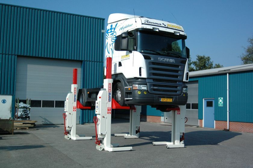 Stertil-Koni introduces the first wireless mobile column lift